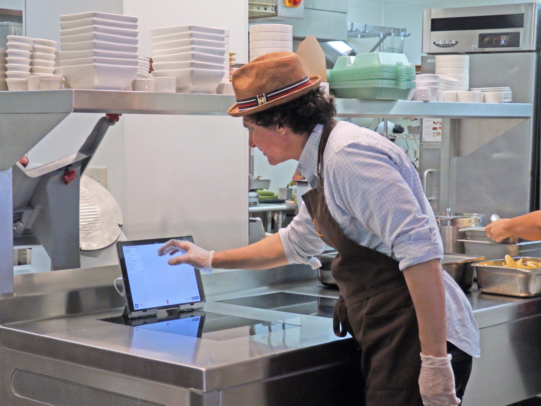 Kitchen Display System With Touch Screen For Restaurants