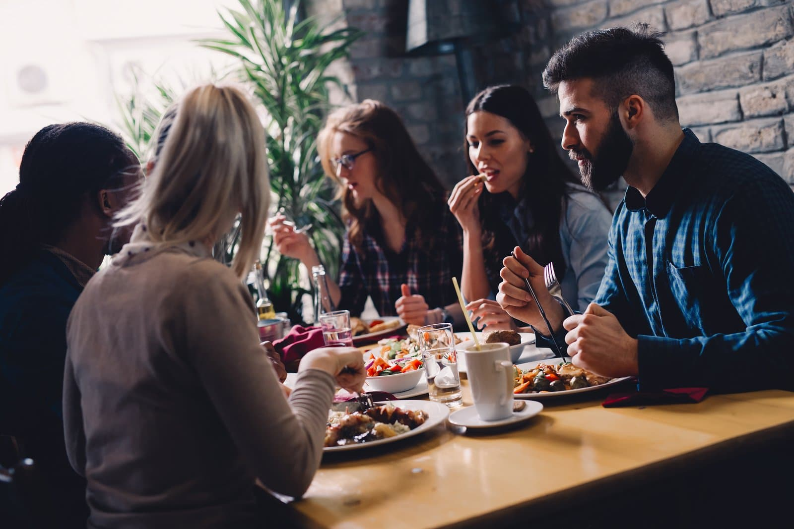 group of friends getting great restaurant customer service