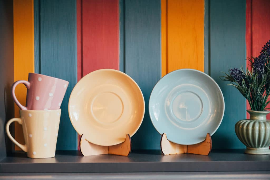 restaurant colors and plates